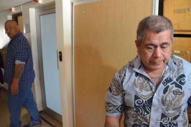 Tutu Manate et Tino Mara, mardi 8 juillet au Palais de justice de Papeete, après que la Chambre de l'instruction ait annoncé sa décision d'annuler leur mise en examen pour meurtre en bande organisée du journaliste JPK