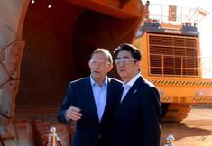 L'étrange photo des Premiers ministres d'Australie et du Japon étonne les internautes