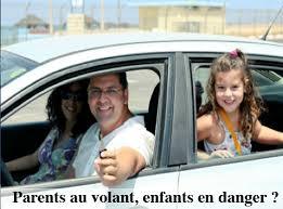 Même en présence d'enfants, les mauvais comportements au volant restent fréquents