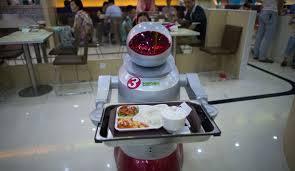 En Chine, un resto futuriste où des robots servent les plats de cuistots androïdes