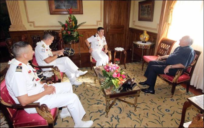 Le Président rencontre le général commandant le SMA