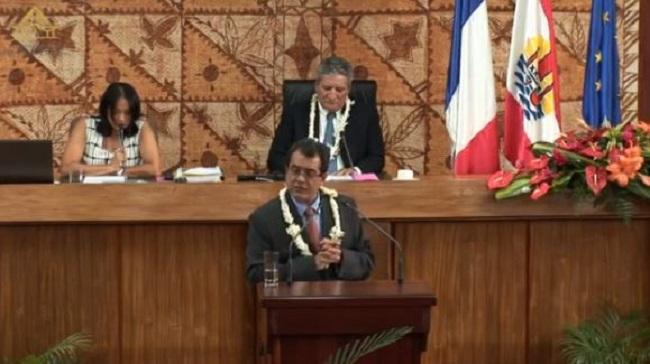 Edouard Fritch à la tribune de l'Assemblée de Polynésie ce vendredi matin.