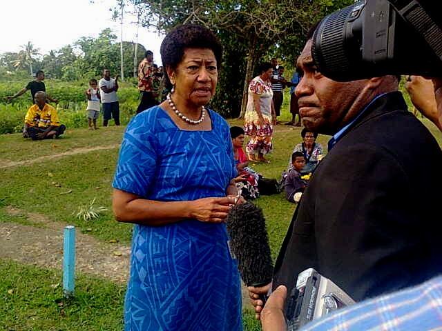 Ro Temumu Kepa, principale challenger de Franck Bainimarama, au sortir du bureau de vote.   [101 Kb]