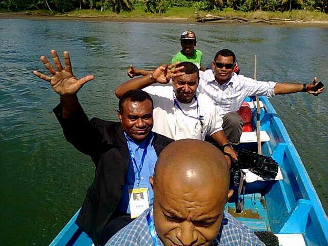 Insularité oblige : déplacements hauts en couleurs pour les officiels du bureau des élections   [90 Kb]