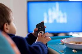 Les enfants européens restent scotchés à leur télé