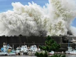 Le Japon balayé par un typhon, 3 soldats américains emportés par des vagues