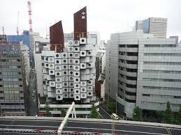 A Tokyo, combat de fous d'architecture pour une pile d'appartements-capsules