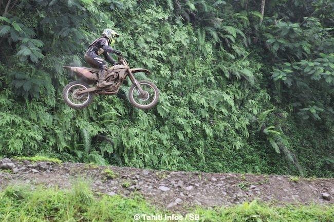 Motocross – Championnat local : Raiarii Vonbalou et Vetea Toofa sont les champions de Polynésie 2014
