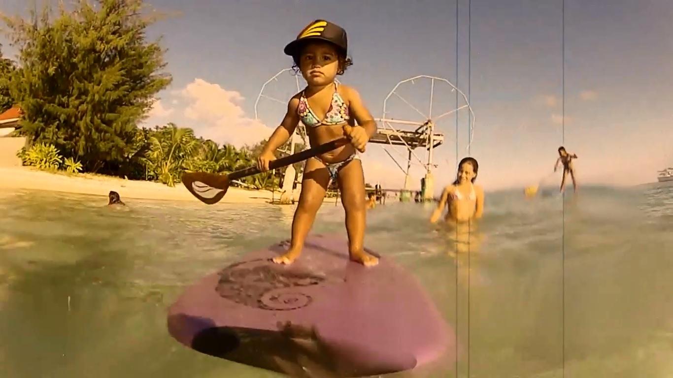 Vidéo : Apprenez le stand-up paddle avec Kiara, 4 ans !