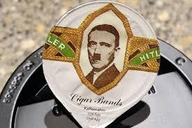 Suisse : des portions de crème à l'effigie de Mussolini et de Hitler