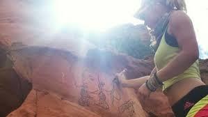 USA: les gardes-forestiers du parc Yosemite font la chasse à une artiste peintre