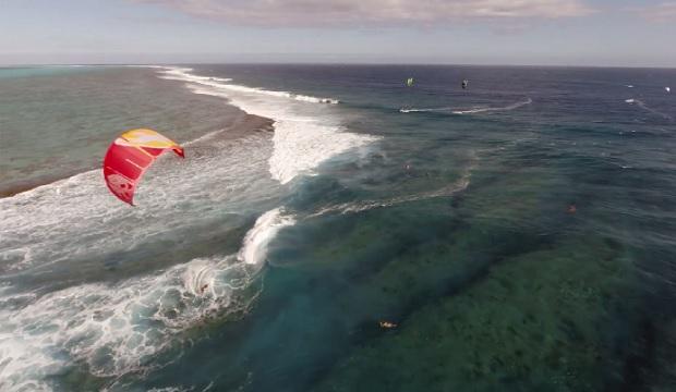 Te Tainui : du kitesurf filmé à Tahiti et Moorea (vidéo)