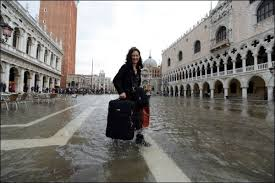 Le maire de Venise dément l'interdiction des valises à roulettes