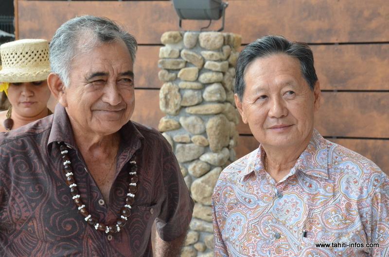 Oscar Temaru, maire de Faa'a et l'homme d'affaires Louis Wane, vendredi matin lors de la présentation du centre Pacific Plaza aux élus de la commune.