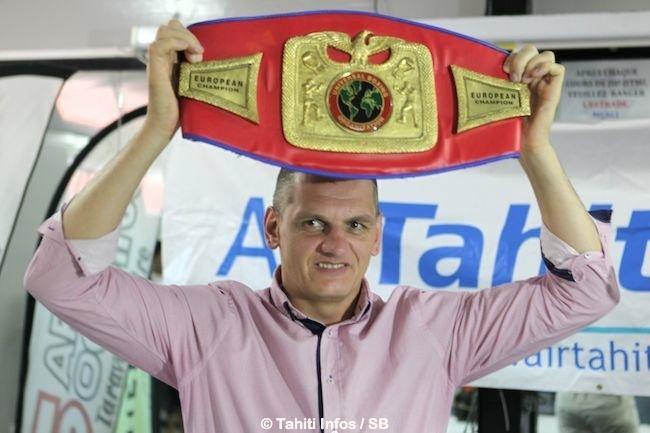 Zoltan Petranyi lors de la pesée