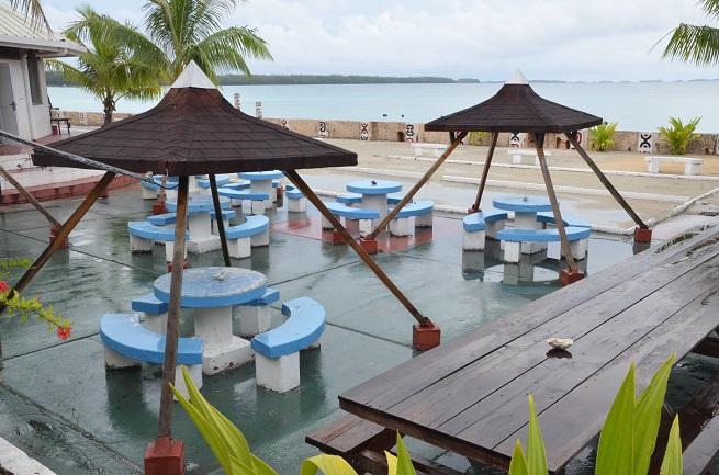 La base de vie actuelle sur l'atoll de Moruroa. Seuls 30 militaires y vivent actuellement. Dans quelques mois un petit village de 250 personnes va s'installer.
