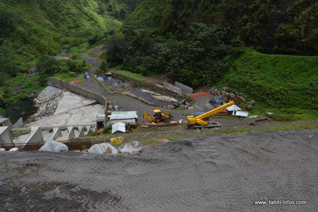 Le barrage de Titaaviri dans une vallée de Teva i Uta, en cours de rénovation.