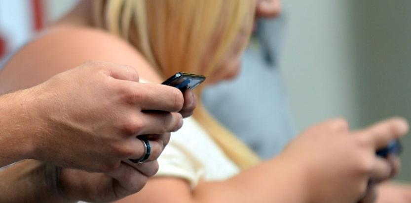 Le SMS en perte de vitesse pour les vœux, au profit des vidéos et applications mobiles