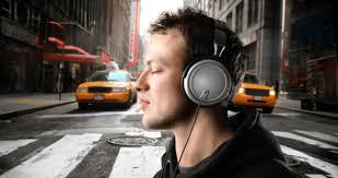 La musique à fond dans le casque: les jeunes intoxiqués au bruit