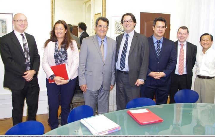 Le président Edouard Fritch, le 14 octobre dernier, avec les députés Maina Sage et Jean-Paul Tuaiva lors de sa rencontre avec le directeur général à l'Outre-mer à Paris.