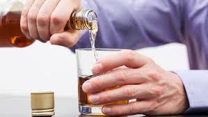 Travailler trop peut conduire à boire trop d'alcool