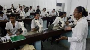 Médecins océaniens formés à Cuba : une solution inadaptée ?