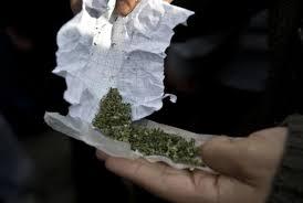 Pas de chance pour le dealer : il propose du cannabis à des policiers et finit au poste