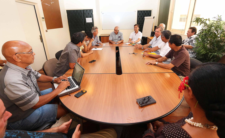 rencontre du ministre de l equipement avec les professionnels de la chambre syndicale du btp. Black Bedroom Furniture Sets. Home Design Ideas