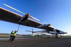 """Solar Impulse 2 a décollé pour un tour du monde: """"l'aventure a commencé"""""""