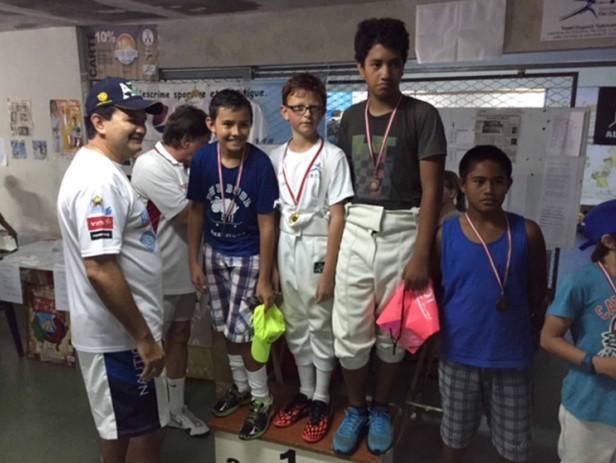 Visites sur le terrain pour le ministre de la Jeunesse et des Sports : tournoi de volley-ball et compétition d'escrime