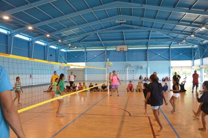 Le match de la finale des filles s'est déroulé dans la bonne humeur  entre Pamatai (en noir) contre Farahei Nui