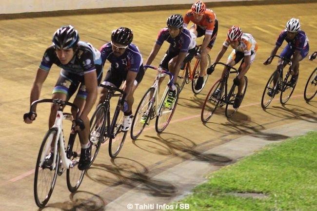 Leader en vélo sur piste également