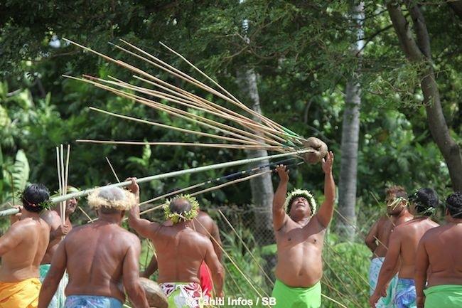 Le lancer de javelot est la spécialité des Tuamotu