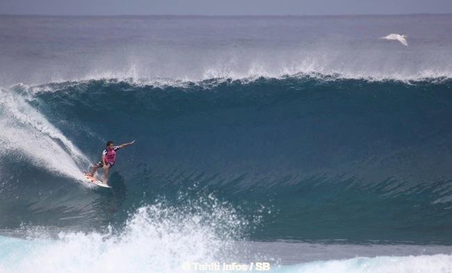 Jérémy Florès est un des meilleurs surfeurs au monde.