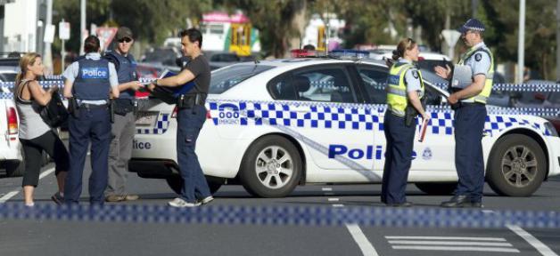 """Australie: la police arrête deux hommes soupçonnés de préparer """"des actes terroristes"""" à Melbourne"""