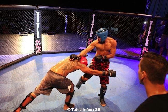 Kent Taruoura a orienté le combat vers le sol.