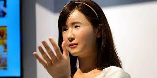 Japon: une hôtesse androïde dans un grand magasin