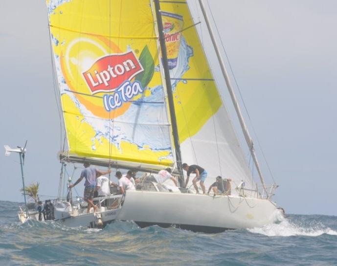 Challenge entreprise: Un voilier Lipton Ice Tea dans la Tahiti Pearl Regatta