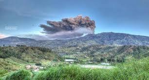 Nouvelle éruption volcanique au Costa Rica, aéroport international fermé