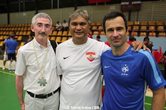 Reynald Temarii et ses hôtes français satisfaits de leur séjour à Tahiti.