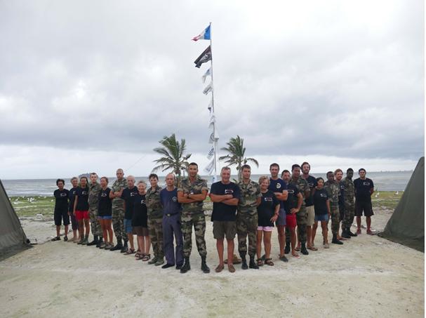 Les scientifiques de l'expédition PASSION 2015 dirigée par le Pr C. Jost et le détachement du RIMAP commandé par le Lieutenant G. Bagros.