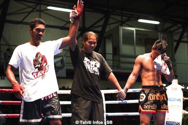 Timiona Tufariua s'est imposé grâce à un coup de genou au visage qui a blessé son adversaire Eddy Pang Fat
