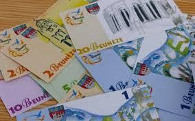 """Charente-Maritime: la """"beunèze"""", nouvelle monnaie locale, entre en circulation"""