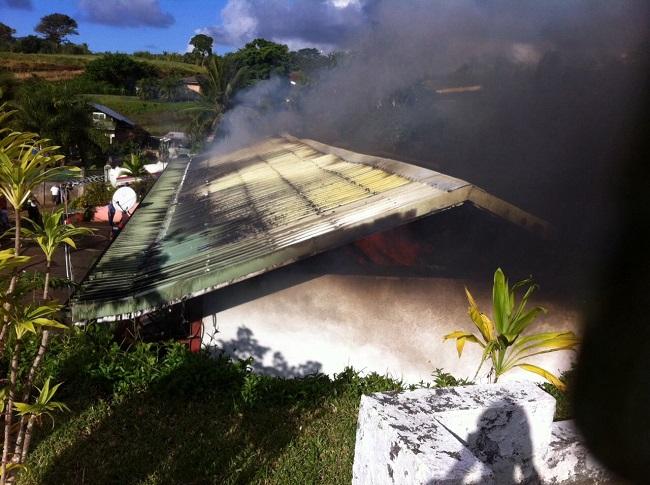Pendant l'incendie ce mardi après-midi.