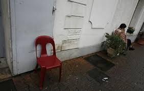 Le chef de la police de Fidji met en fuite des voleurs armé d'une chaise
