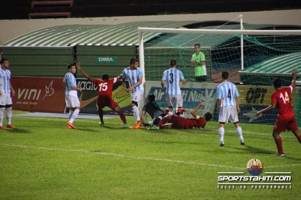 Football : Les tahitiens font danser le Tamure aux argentins