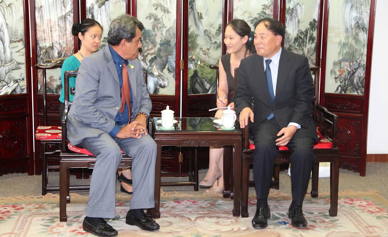 Visite officielle en Chine : Edouard Fritch rencontre le directeur de l'Aviation Civile, Li Jiaxiang,