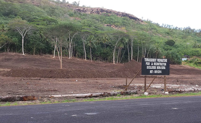 Les travaux de terrassement pour le futur collège de Bora Bora avaient été effectués en août 2014. Mais l'ouverture de cet établissement scolaire à Nunue pouvant accueillir 1200 élèves est repoussée au moins à janvier 2017