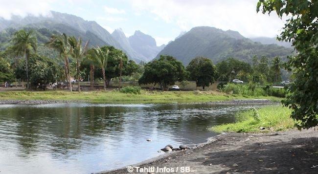 L'embouchure de la Taharu'u est située à 38 km du centre ville.