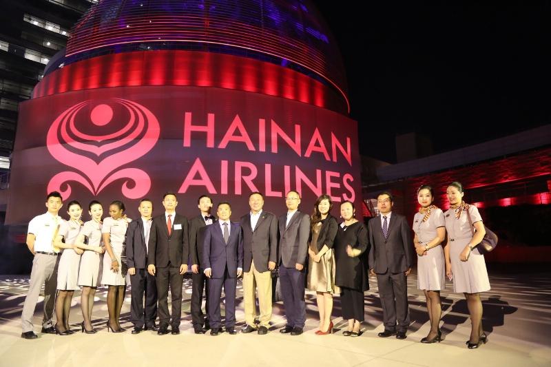 Des dirigeants des secteurs chinois et américains de l'entreprise et du gouvernement félicitent Hainan Airlines à l'occasion du premier vol commercial sur sa nouvelle route vers l'Amérique du Nord